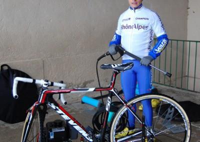 Clément Venturini avec son nettoyeur haute pression pour le nettoyage de son vélo