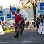 Clément Venturini remporte la course et devient Champion de France de cyclo-cross de la catégorie espoir.
